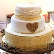 Hochzeitstorte mit Herz Ornament