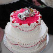 Hochzeitstorte Rüschentorte mit Auto