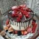 drip cake mit frischen früchten und macarons konditorei kartenberg