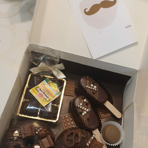 Geschenkbox Vatertag Donuts, Macarons, Trüffel